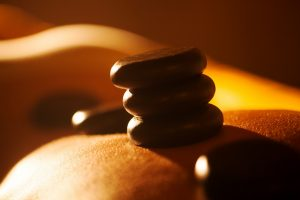 טיפול פנים באבנים חמות
